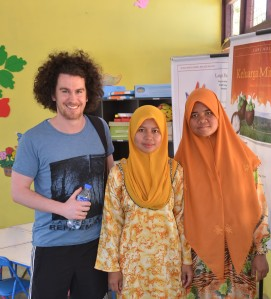 Gerard comes all the way from Ireland to visit Hadijah and Maryam at the PlayLab